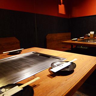 個室完備!ゆったりとしたくつろぎ空間で熱々の鉄板焼きを