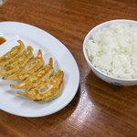 ラーメン大吉 - Bセットはラーメン+餃子+ご飯がセット。