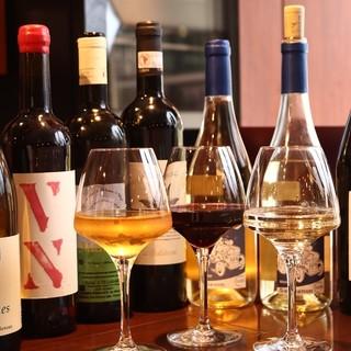 常時15種類以上あるグラスワイン