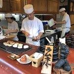 okometsukasafumiya - 焼きおにぎりを作っています