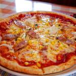 アリス - アリスのピザはこのボリューム!