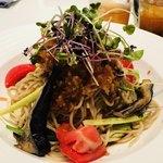 92624741 - 蒸し鶏とサラダ野菜の胡麻ダレ冷やし麺