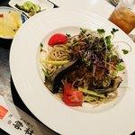 92624752 - 蒸し鶏とサラダ野菜の胡麻ダレ冷やし麺
