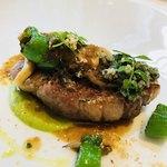 ポンドールイノ - 岩手県産岩中豚肩ロース肉の炭火焼 香草風味のコンソメソース 実山椒と茸