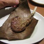 ワイン食堂 ホオバール - 「ラムチョップの朴葉焼き」