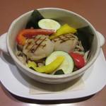 ワイン食堂 ホオバール - 「朴葉で包んだホタテとキノコのバター蒸し」