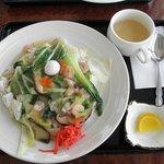カフェ ファリガ - 海鮮中華飯 750円