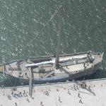 カフェ ファリガ - 上から見た北前船「みちのく丸」