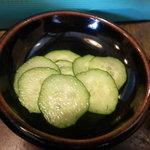 プアハウス - これまた珍しい胡瓜が添えられます