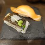 すしいち - 炙り押し鯖(108円)、サーモン(182円)