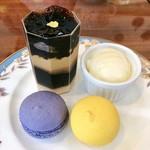 ミラベル - 7皿目@マカロン(ビオレ・シトロン)、コーヒーゼリー、バニラアイス