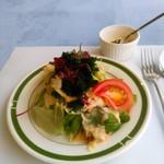 イル・デルフィーノ - 料理写真:セットにしては多い2種の海藻のせサラダ。サウザンアイランドドレッシング?