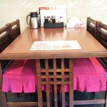 中華料理 香香 - テーブル席