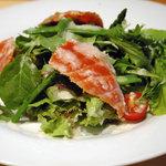 ウチョウテン - 自家製スモークサーモンのサラダ