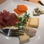 うさみや - チーズ盛り合わせ