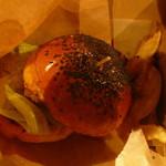 ファッキンデリシャスバーガー&フルーツ - チーズバーガー(テイクアウト箱代+30円)1030円持ち運びしてる時に倒れて形崩れちゃいましたw