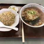 ヒマラヤラーメン - チャーハン+ラーメン、750円。