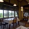 Remede nikaho - 内観写真:大きな窓から美しい庭園が眺められる