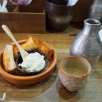 あなぐま亭 - 料理写真:名品はもぱん & 羽前白梅 純米吟醸 ちろり