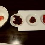 神戸牛らーめん 八坐和 - ローストビーフご飯と肉みそ、しぐれ煮、ローストビーフ