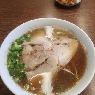 北斗亭 - 料理写真:中華そば(大)750円※奥のいなりは他のお客様のですが、参考までに1皿2個で150円です。