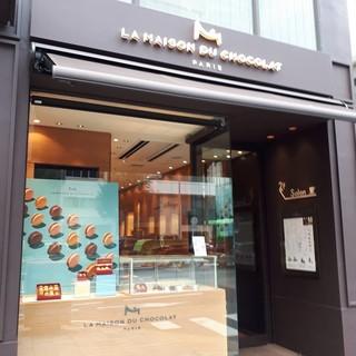 ラ・メゾン・デュ・ショコラ   青山店 - 2Fがサロンです。