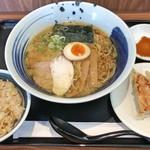 麺処直久 - 料理写真:こく旨らーめん(醤油) + ミニ炒飯 + 3個餃子