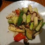 華菜樓 - 野菜を炒めた何か