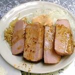 レストランばーく - ハムステーキ 分厚いハムが4塊。