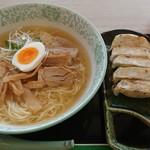 林泉堂 - 料理写真:比内地鶏ラーメン&餃子