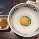 天海 - 増し増しニンニク別皿とトッピングの生卵