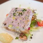 シェ・ニャック - 料理写真:極み豚とピスタチオのテリーヌ