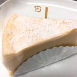 92678073 - ワタシの。レアチーズケーキ                       ふわっと軽い。チーズの香りと風味は濃いのに。