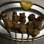 治郎吉 - 純けい 串焼1番人気 1皿5本で250円 歯ごたえがあり、噛めば噛むほど癖になる味わいでお酒がすすみます。
