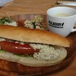 マルベリーデリカテッセンアンドカフェ - ホットドッグ・デリカ2品・スープ