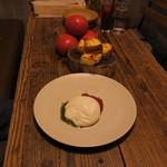 WE ARE THE FARM - 世界一トマト バジルとフレッシュ・チーズ&京都 伏見のボローニャのデニッシュ食パン1