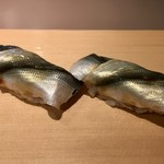 92689891 - シンコ二枚づけを二貫(この親指の利いた美しい姿)
