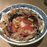 92689906 - 内田親方の作った鮪小づけ丼(この日は、一段と丁寧だった)