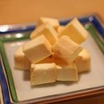 タキギヤ - チーズの味噌漬け