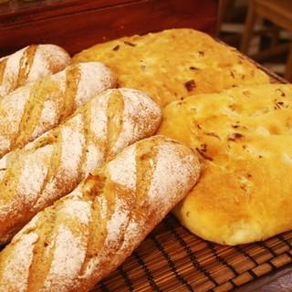 北海道小麦100%の自家製パンと有機野菜