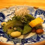高太郎 - お通し  有機野菜と大豆のおひたし