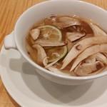 92698640 - 松茸魚翅湯 松茸とフカヒレの香り豊かな蒸しスープ