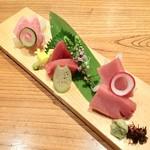 産直鮮魚の刺身各種 1080円~