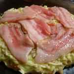 江戸川 - 鉄板にセット完了、豚バラのピンクがいいね!
