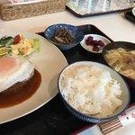 多楽福亭 - 料理写真:サービスランチ(金・土)ハンバーグ850円