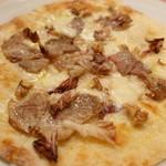 ピッツェリア・サバティーニ - 豚肉のポルケッタとトレビスくるみのピッツアビアンカ