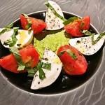 フルーツトマトと水牛モッツアレラのカプレーゼ