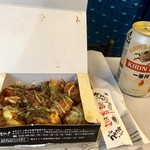 くくる - 「たこ焼き8個入り」750円+「缶ビール」350円  in  新幹線