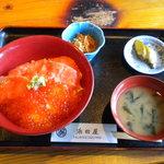 浜田屋 - 料理写真:親子丼(小鉢、漬物、味噌汁)