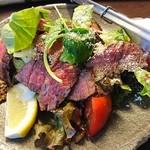 裏剣 - 牛もも肉タリアータ サラダ仕立て